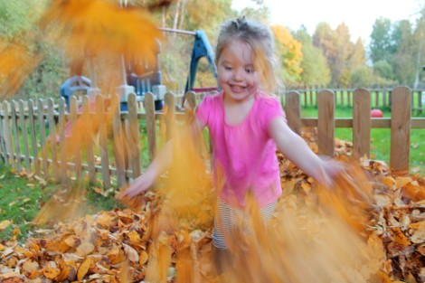 {five things to do in the fall} leaf pile1